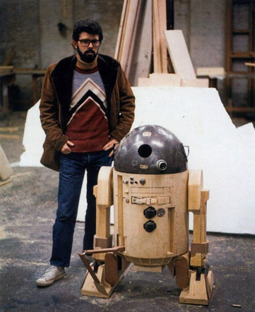 Un giovane Lucas ed un giovane R2-D2