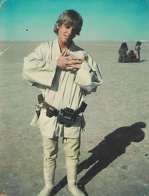Una foto di Mark Hamill, con gli abiti di scena, in Tunisia: è la primissima foto della storia di Luke Skywalker!