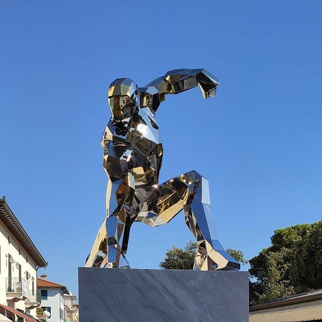 iron man statua 01